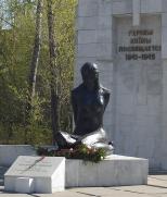 Митинг у памятника Лизе Чайкиной